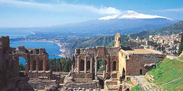 A Picture of Ruins in Southern Italy